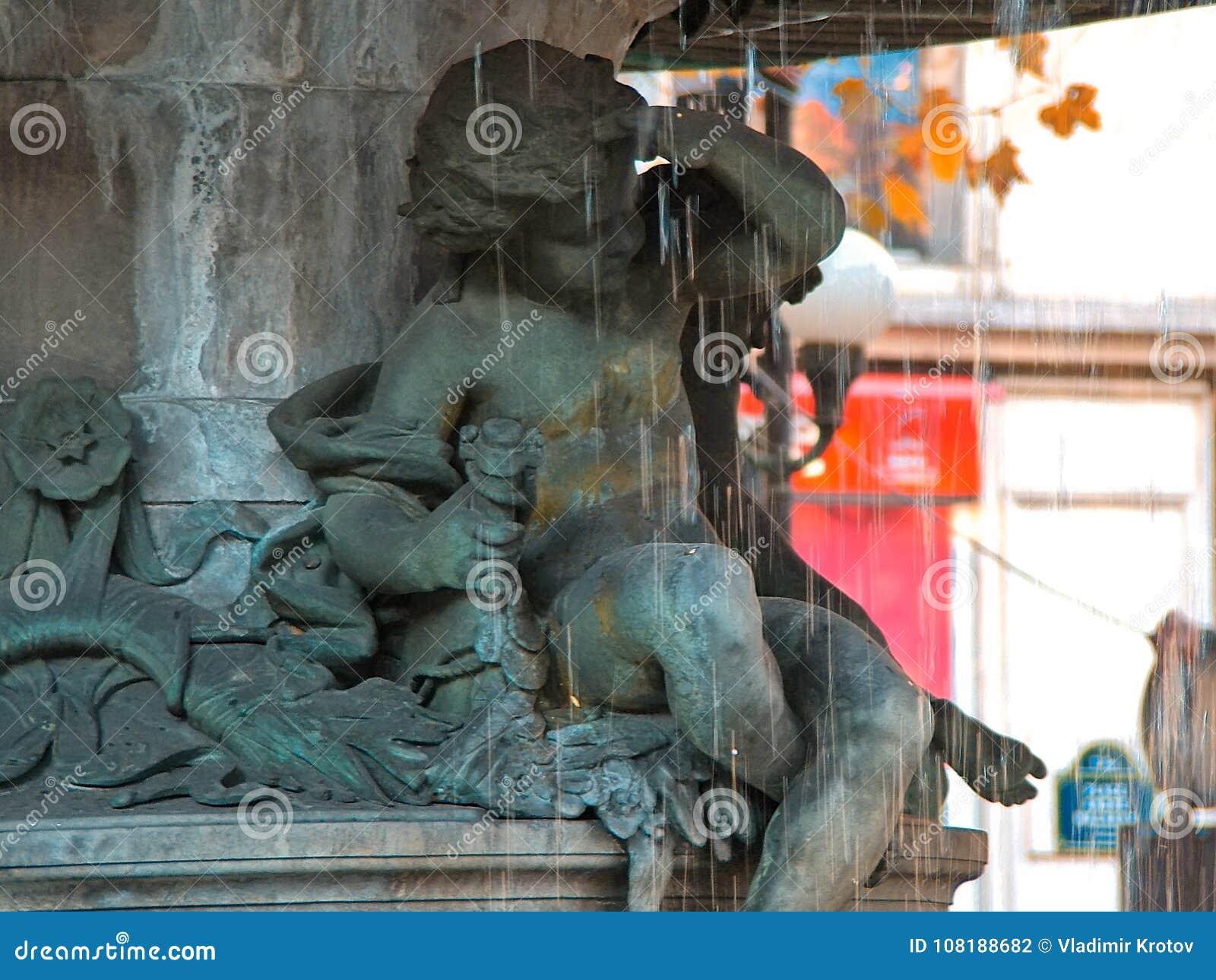 Fontein in Andre Malraux Square, Parijs
