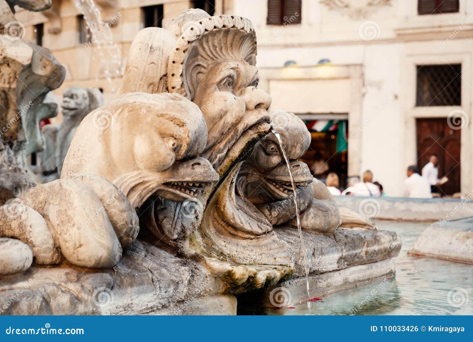 Fontein op het vierkant naast het Pantheon in Rome