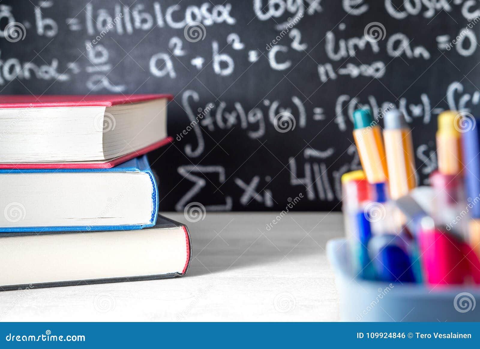 Fontes de escola na sala de aula Quadro-negro ou quadro na classe