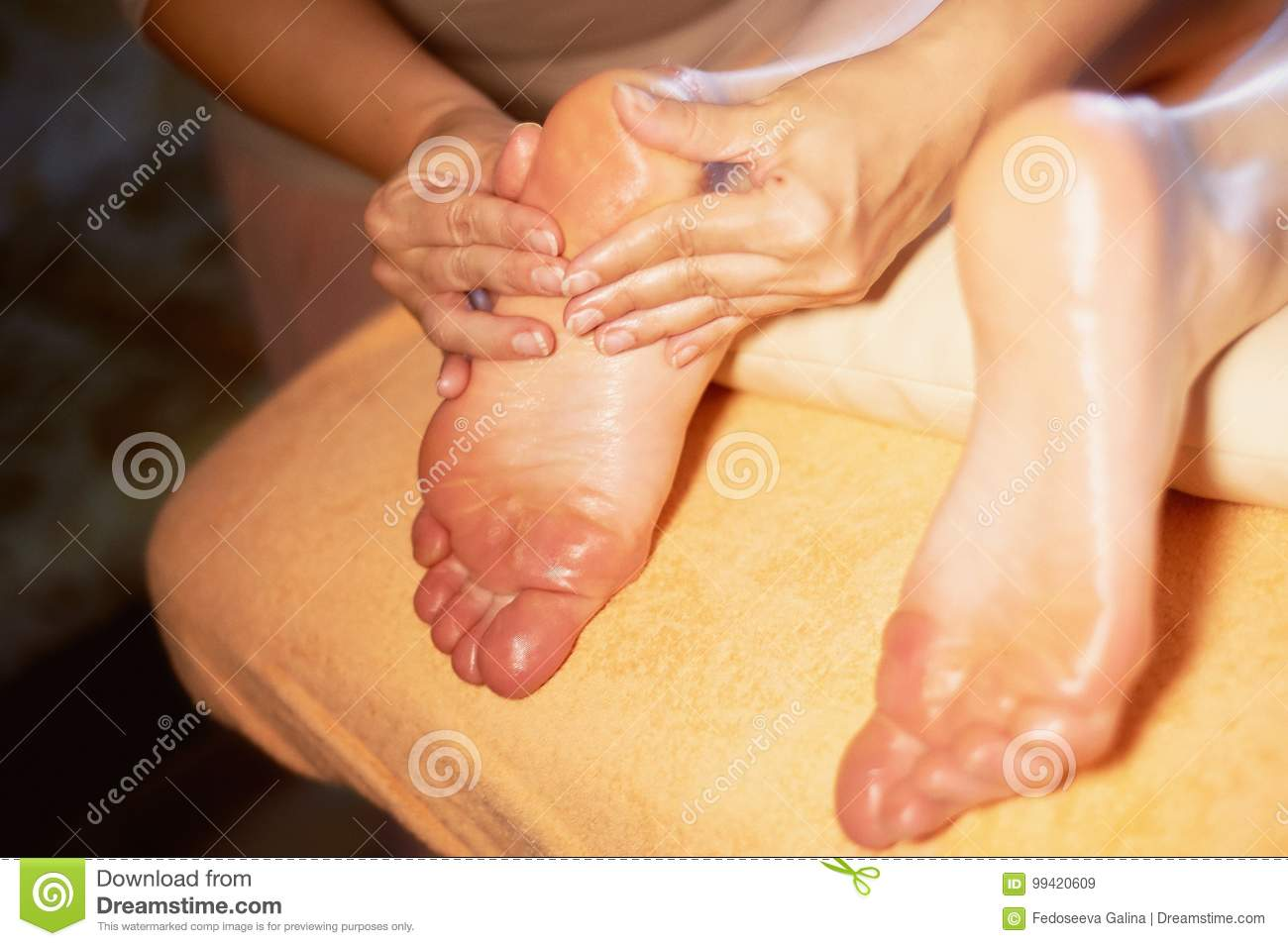 foot-massage-spa-salon-close-up-female-feet-traditional-thai-99420609 Relax in Style Using a Swedish Massage