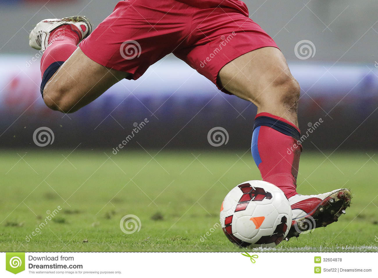Football Player Shooting Ball Editorial Stock Photo - Image: 32604878