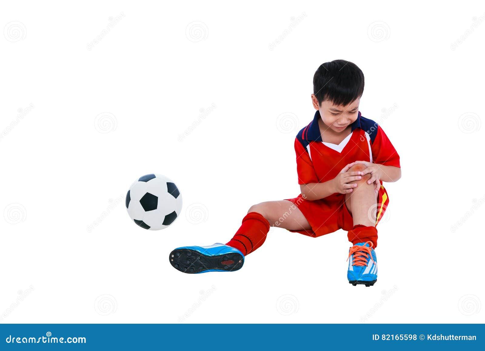 Footballeur asiatique de la jeunesse avec douleur dans l articulation du genou Plein fuselage
