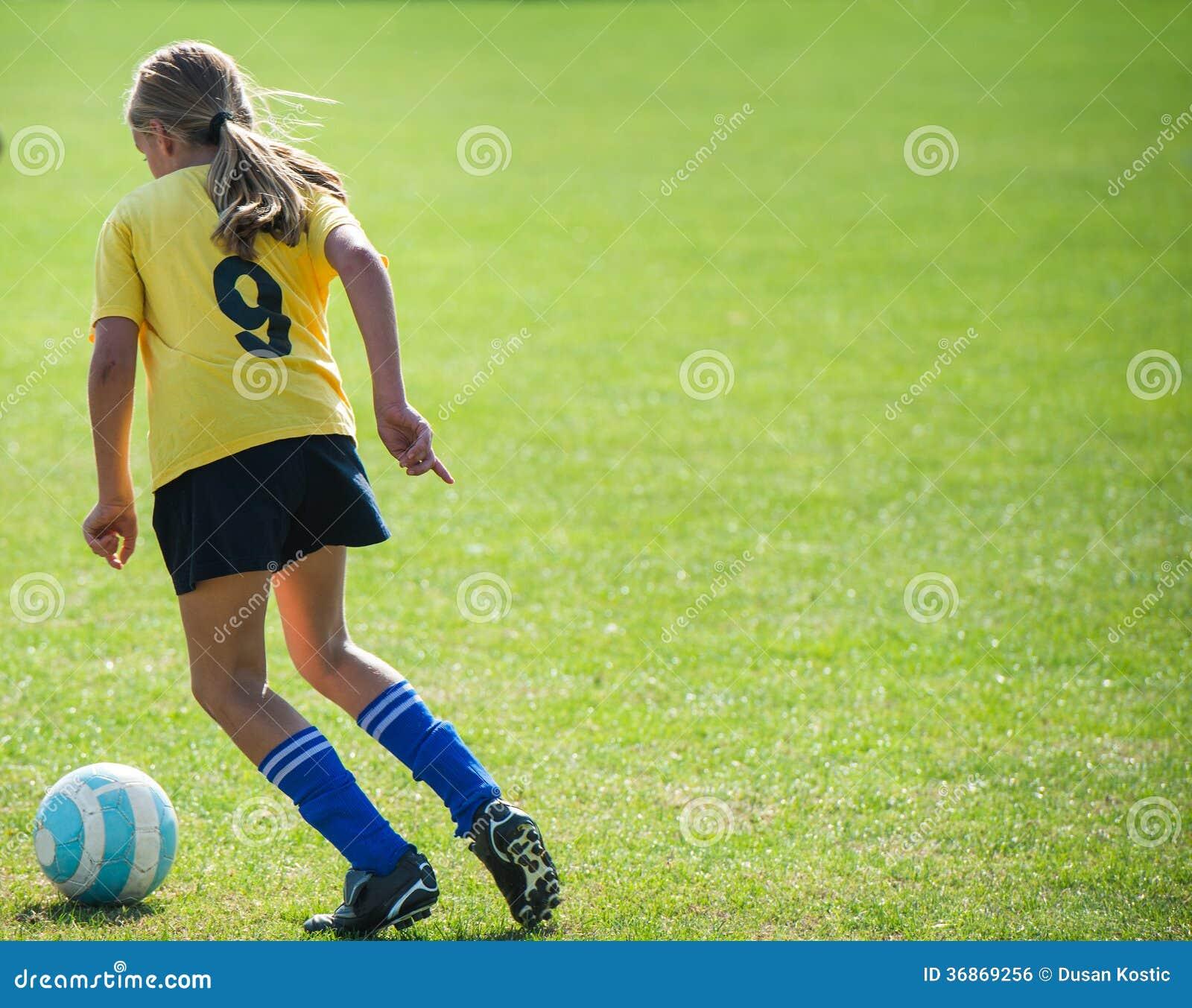 Footballeur de l adolescence de fille