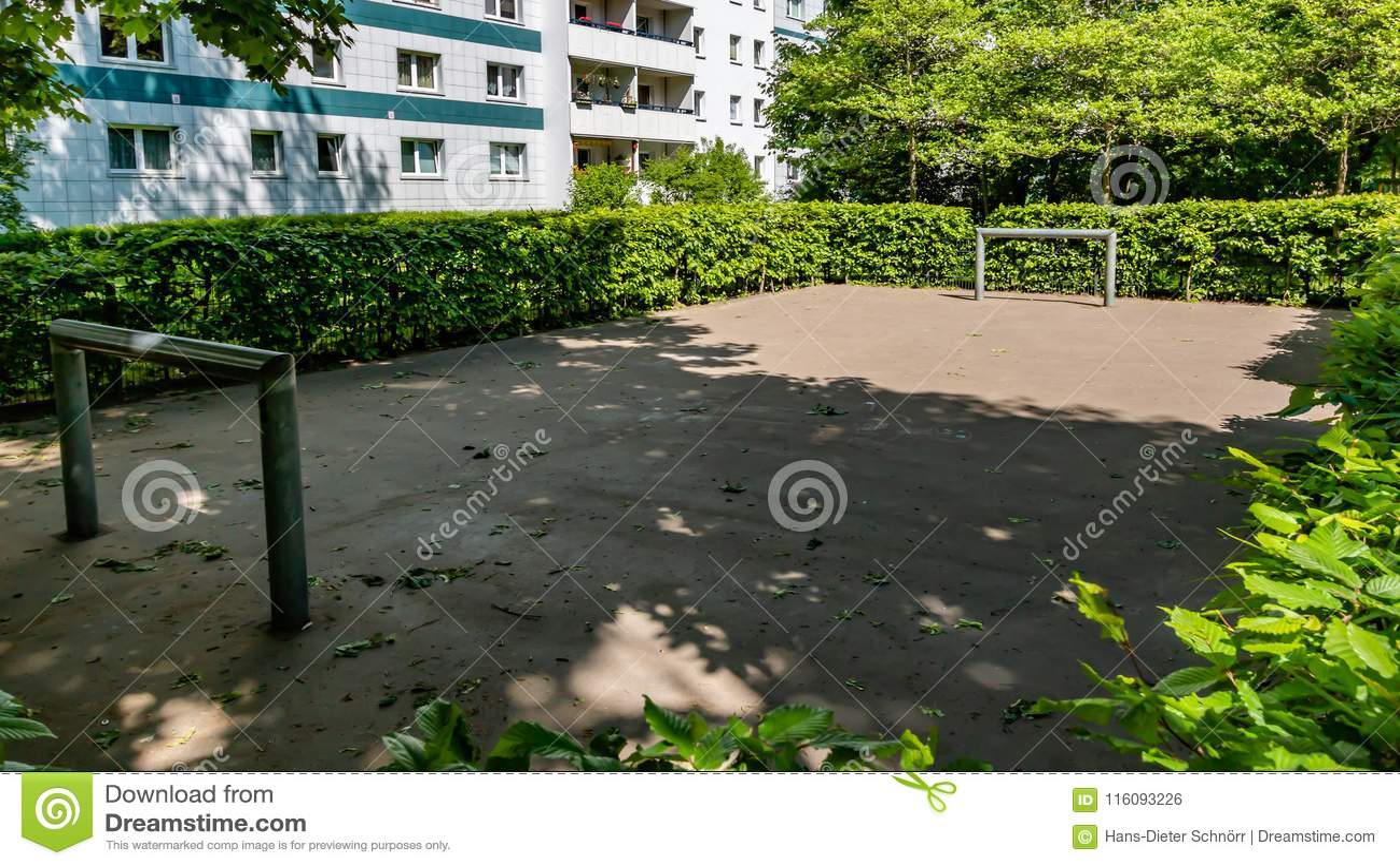 Footballground dla młodzienów w frint residentail budynek