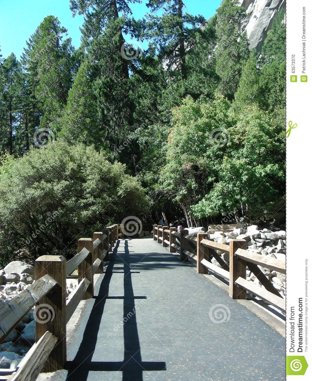 Warriors Path State Park Map: Footbridge On A Path In A National Park Stock Photo