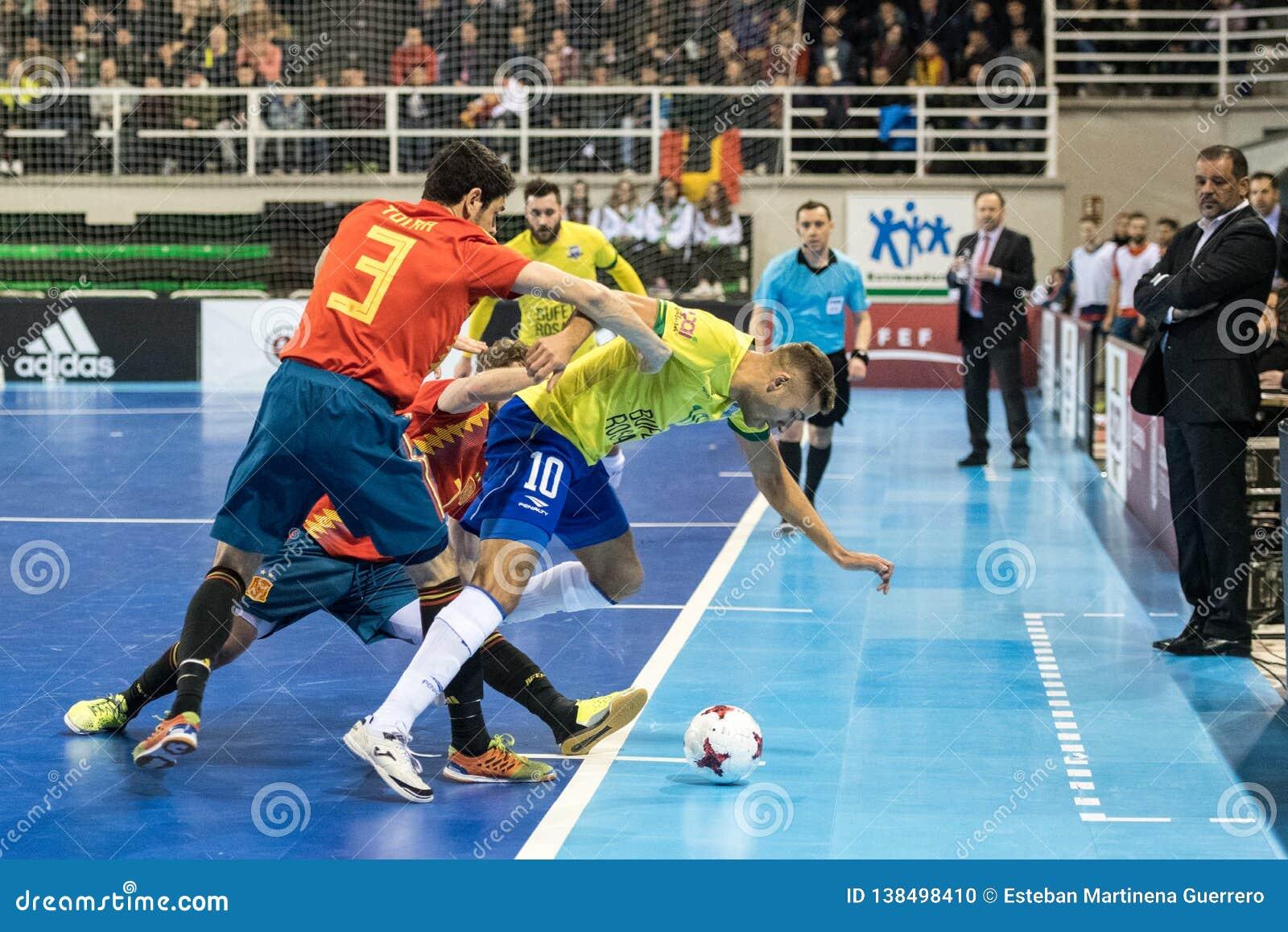 Footsal Innenmatch von Nationalmannschaften von Spanien und von Brasilien am Multiusos-Pavillon von Caceres