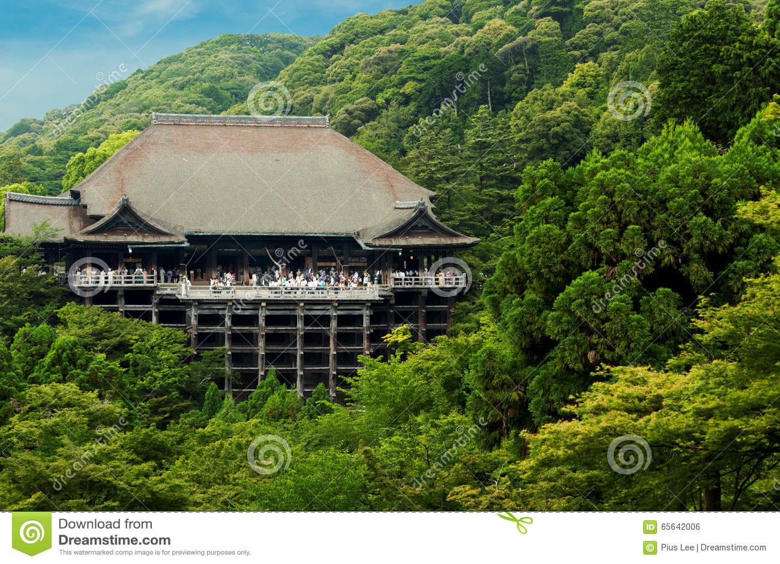 Forêt éloignée H de ciel bleu de temple de Kiyomizu-dera
