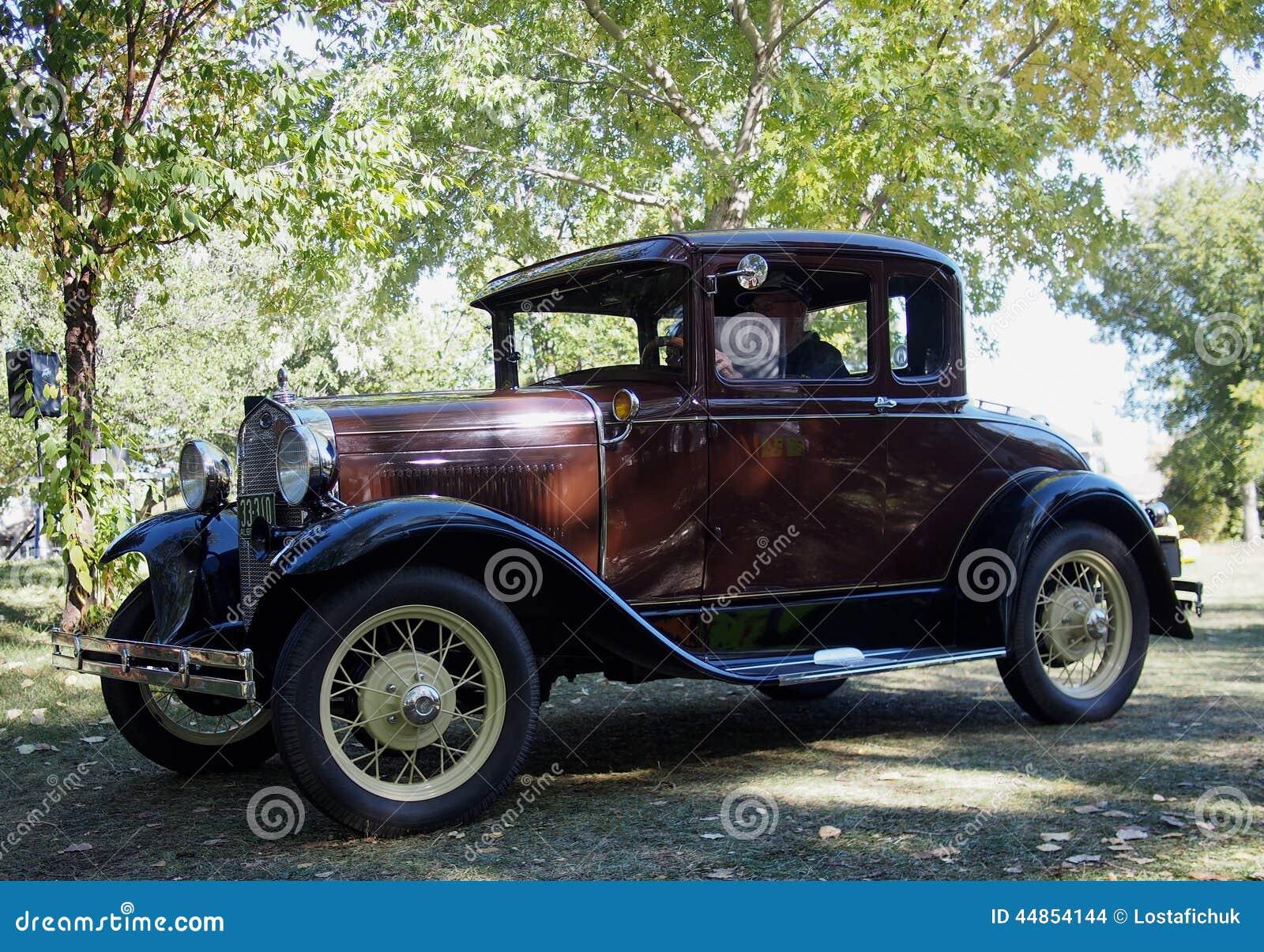Ford Car antiguo restaurado obra clásica