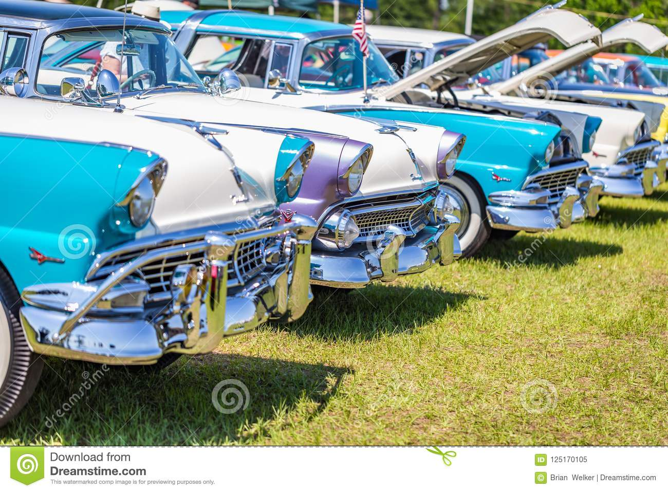 Ford Fairlane Crown Victoria Lineup Editorial Image Of 1950s Bumper Download Exhibition Collector 125170105