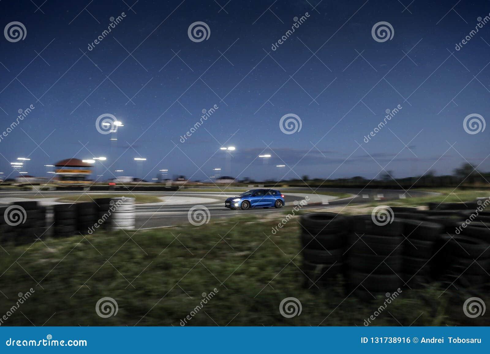 Ford Focus na śladzie