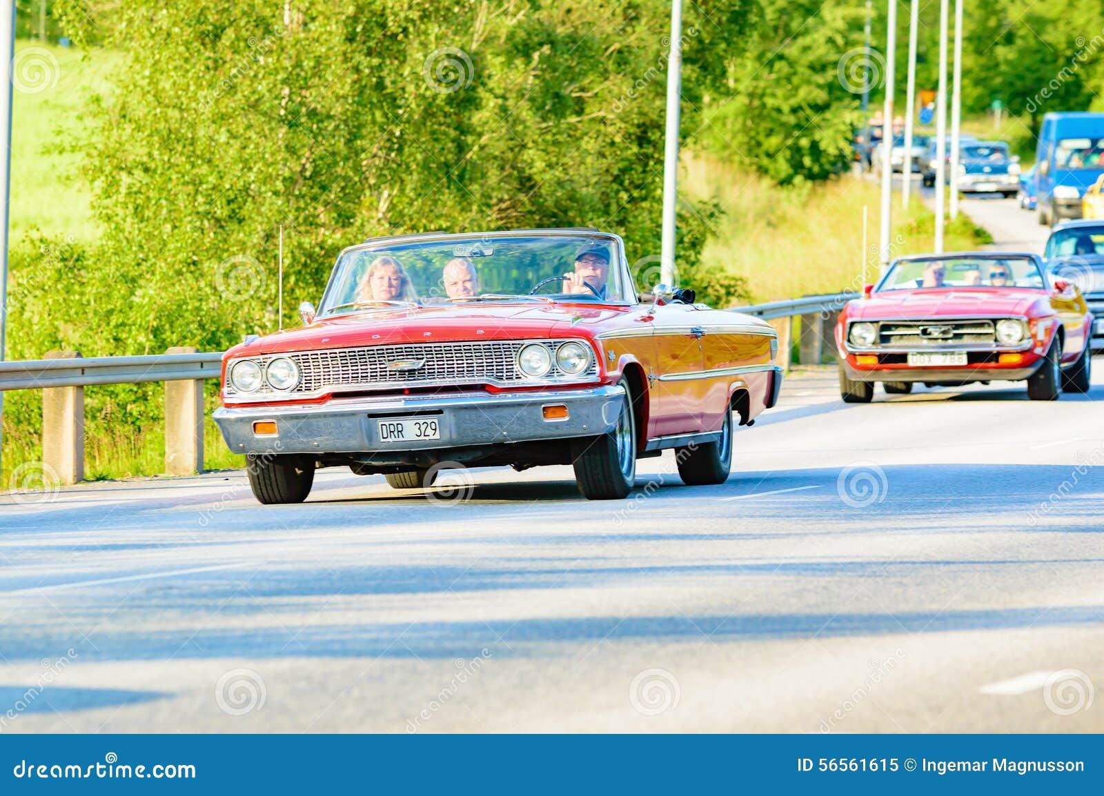Download Ford Galaxie 500 XL κόκκινο 1963 Εκδοτική εικόνα - εικόνα από πρόσωπο, ταξίδι: 56561615