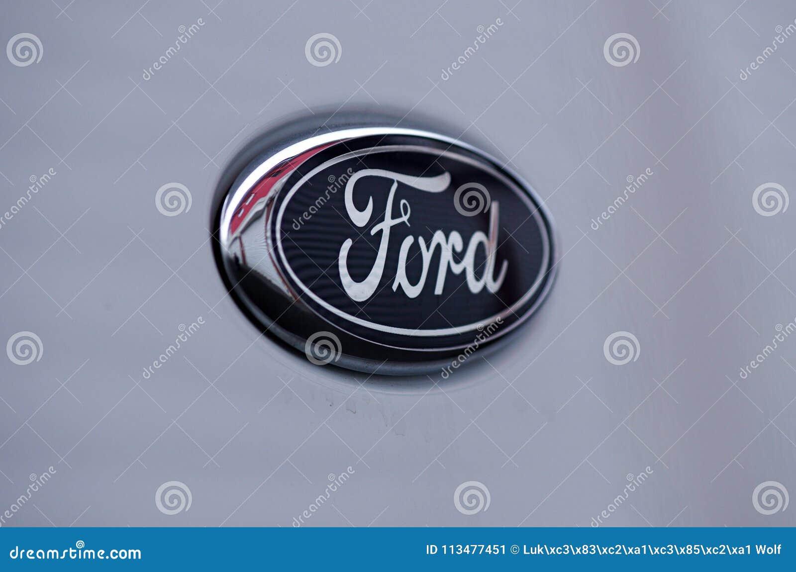 Ford Logo Detail Uber Weisse Haube Redaktionelles Foto Bild Von