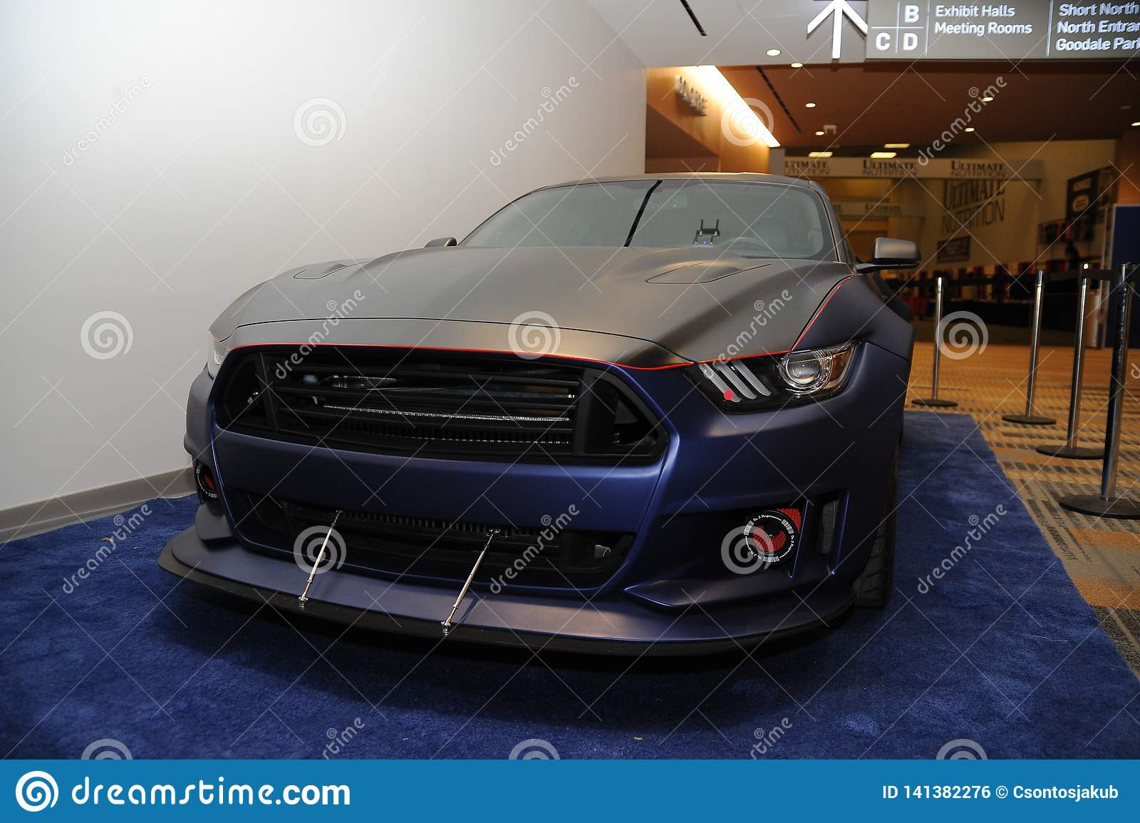 Ford Mustang fait sur commande V8