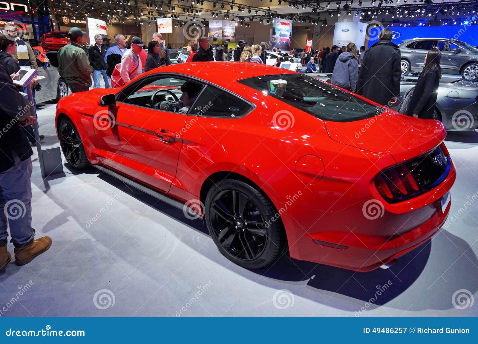 Ford Mustang vermelho