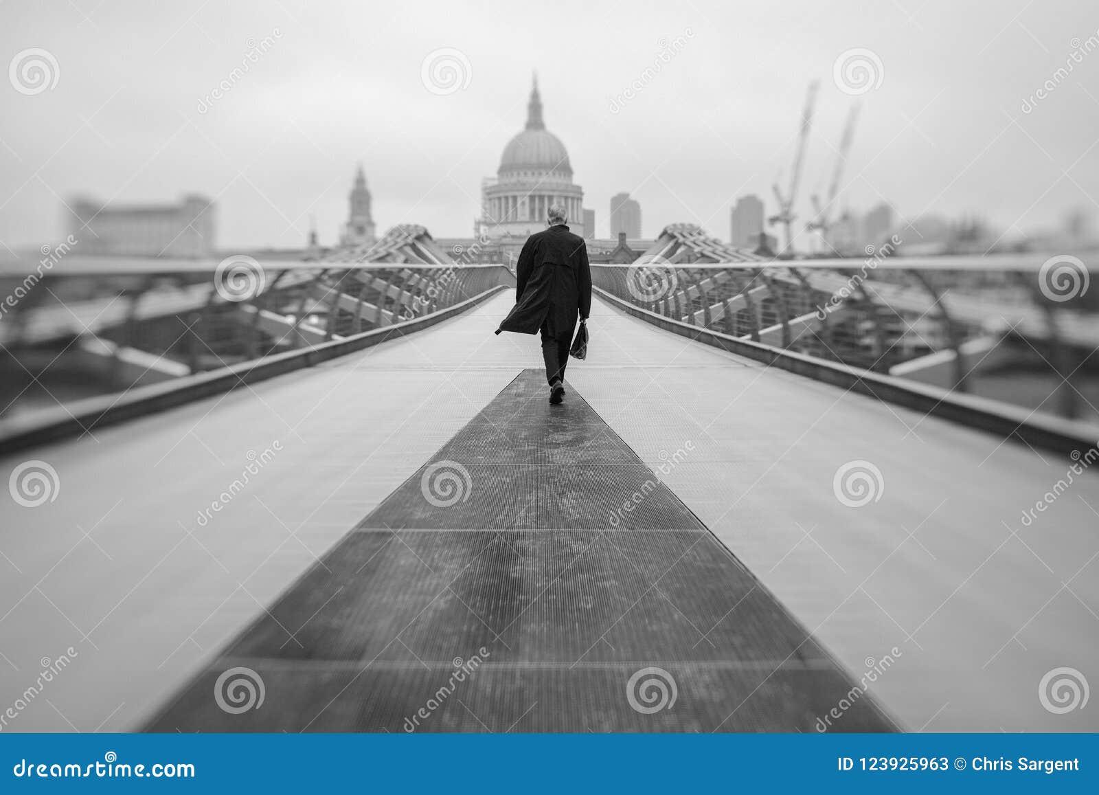 Forens op Millenniumbrug in Londen