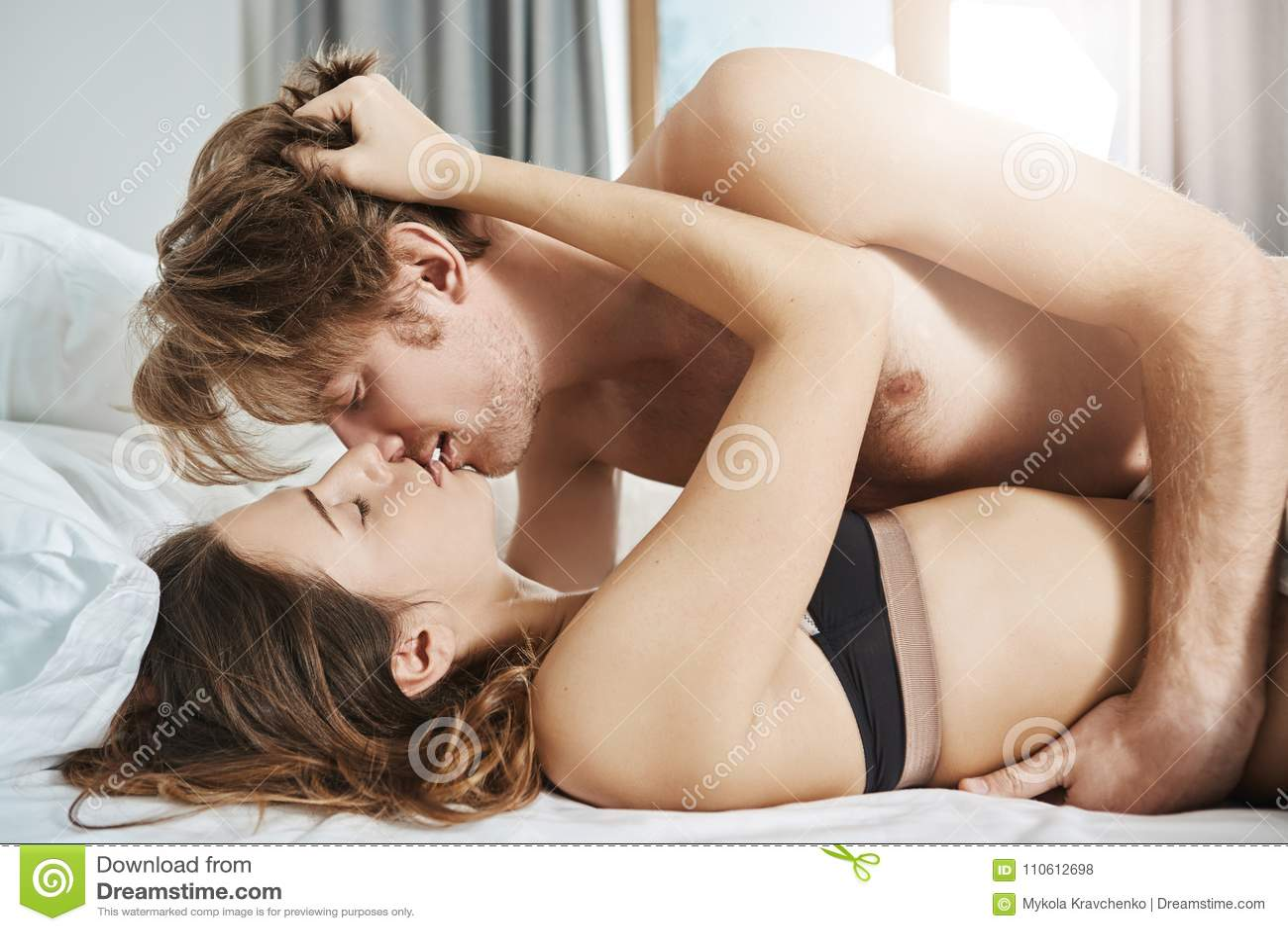 Kissing sex while Kissing