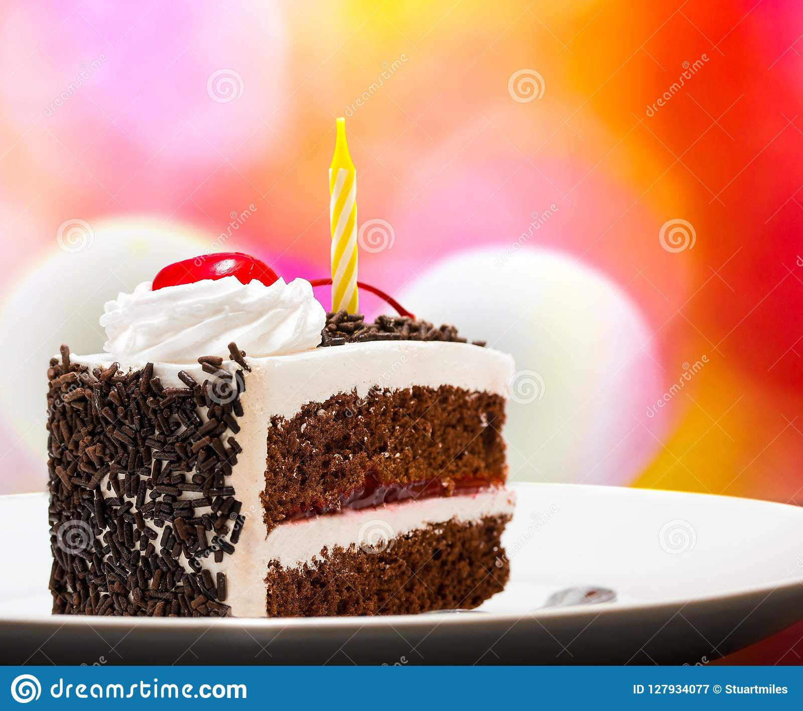 Forest Gateau Indicates Chocolate Cake y apetitoso negros