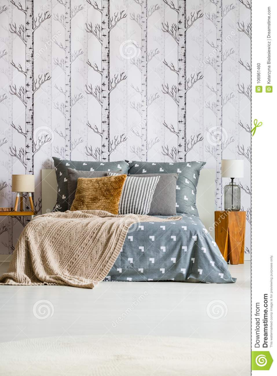 Charmant Forest Wallpaper In Bright Bedroom