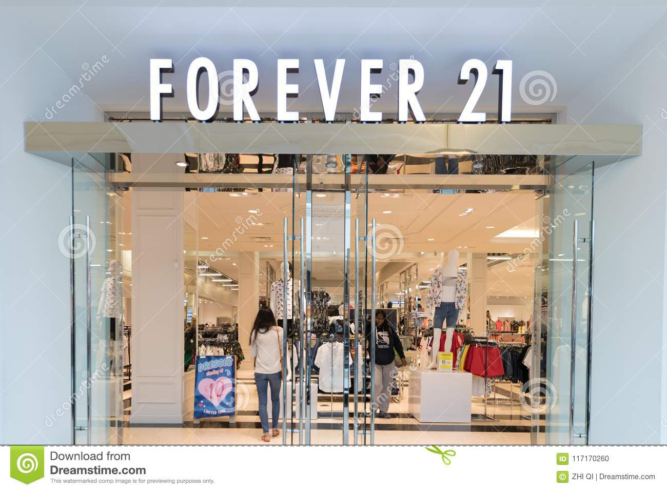 Forever 21 Store Front Editorial Image Image Of Shop 117170260
