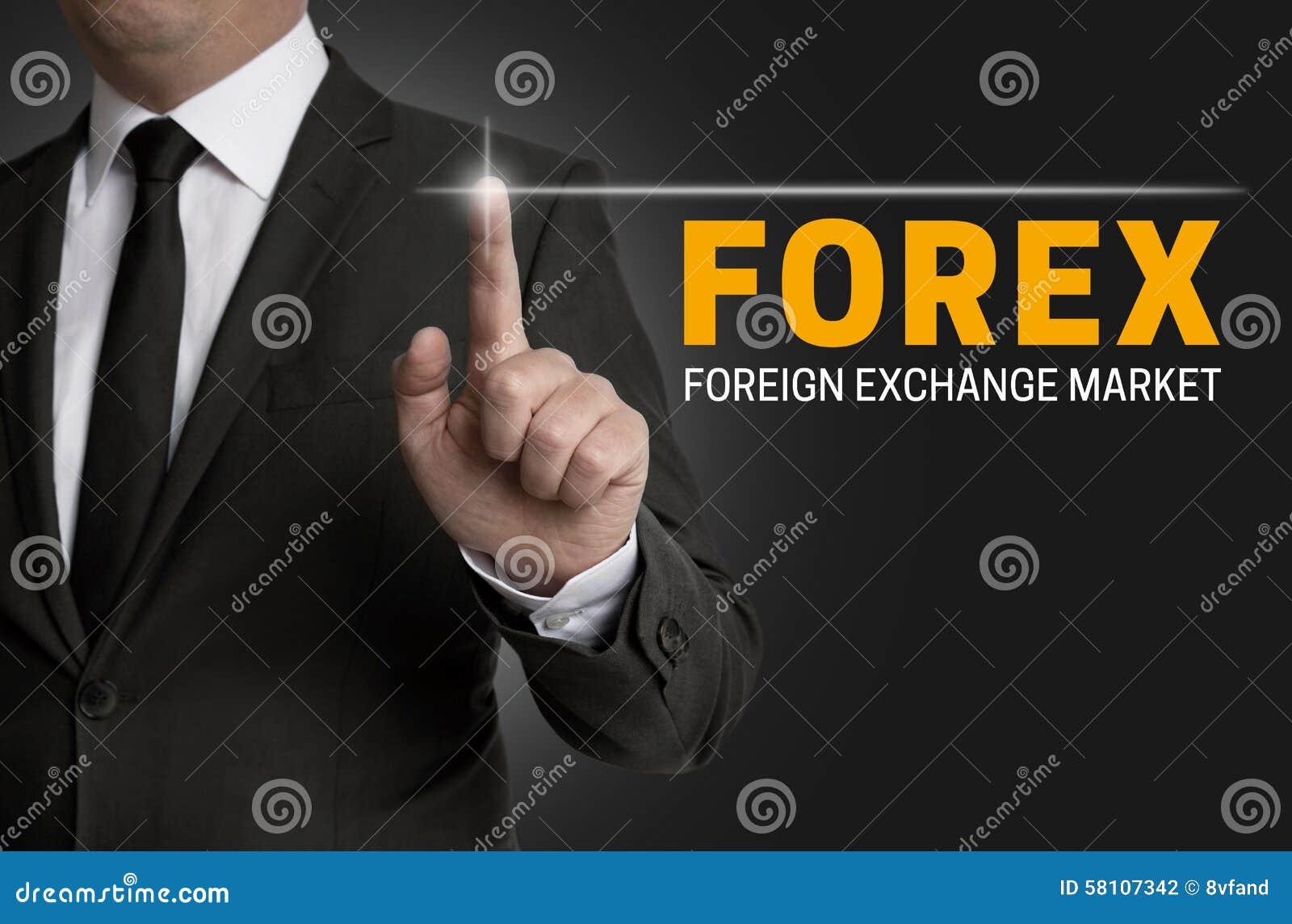 Forex touchscreen wordt in werking gesteld door zakenman