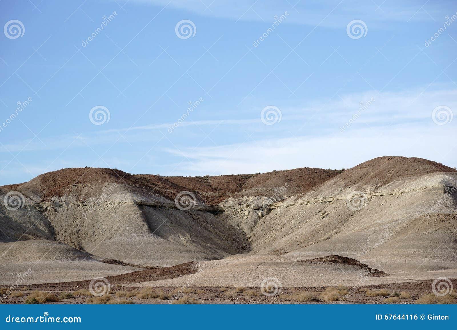 Formações de rocha redondas no Mojave
