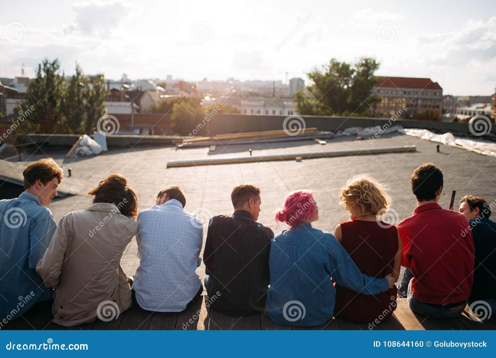 Forma de vida adolescente de la gente diversa del viaje del ocio