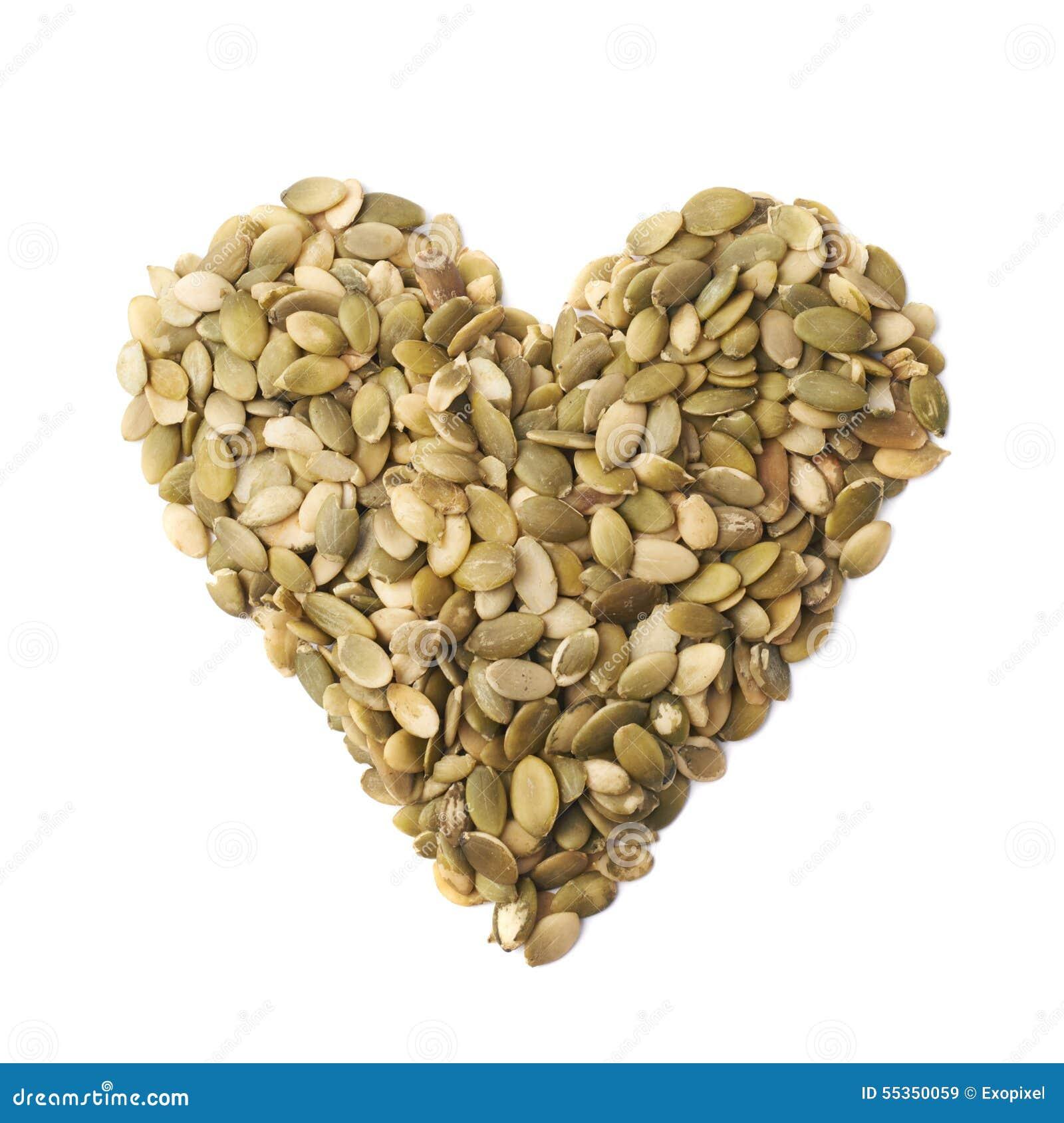 Forma del cuore fatta dei semi di zucca