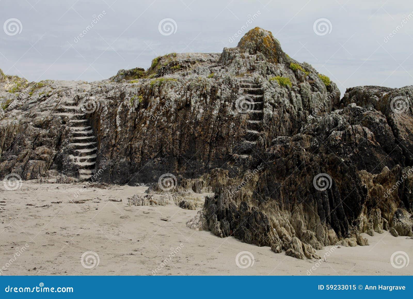 Download Formación De Roca Con Los Pasos De Piedra Imagen de archivo - Imagen de panorama, acantilado: 59233015