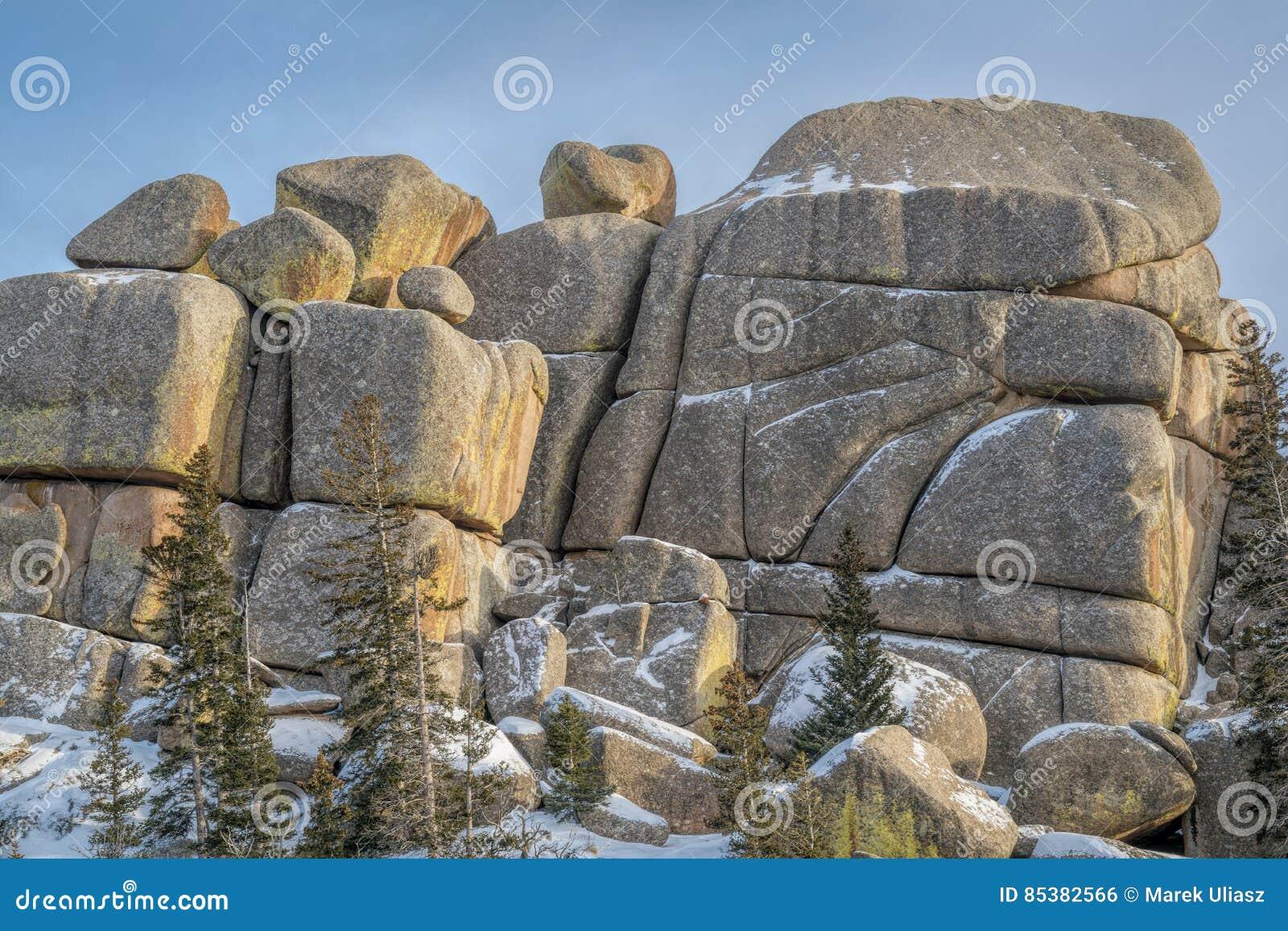 Formaci n de roca del granito en la zona de recreo de for Formacion de la roca