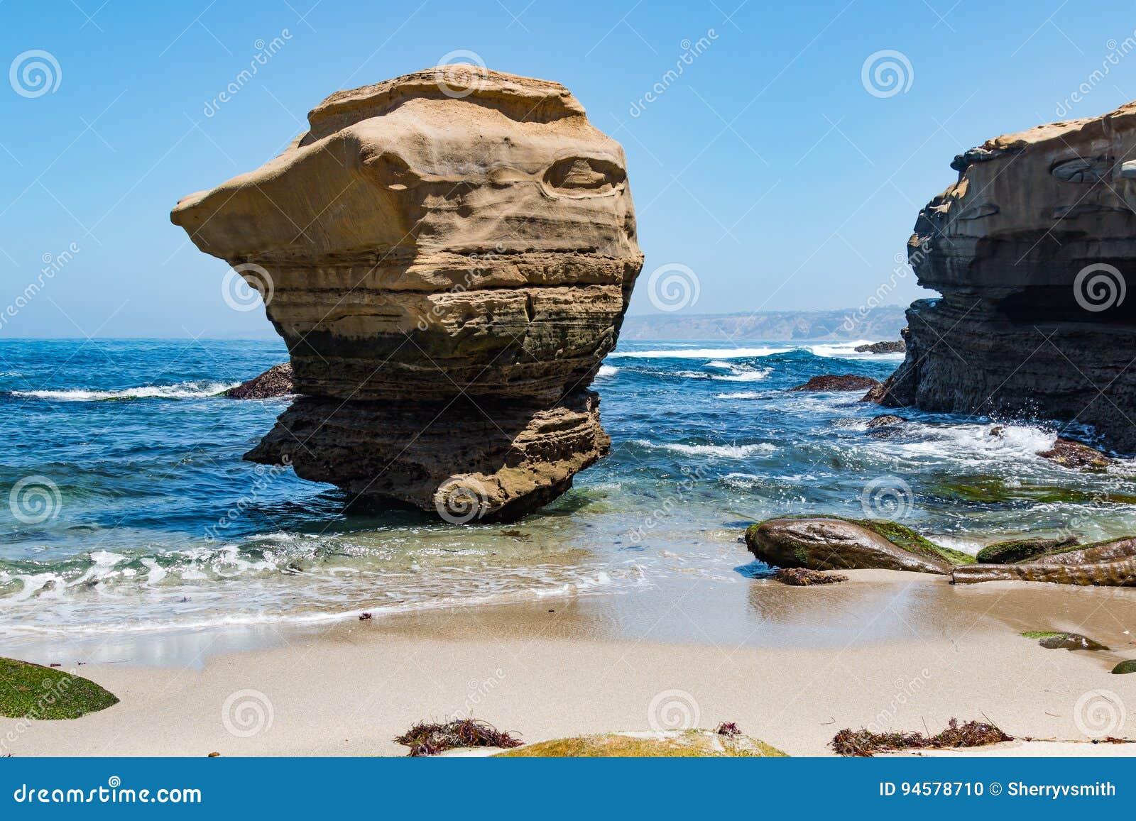 Formación de roca prominente en La Jolla, California