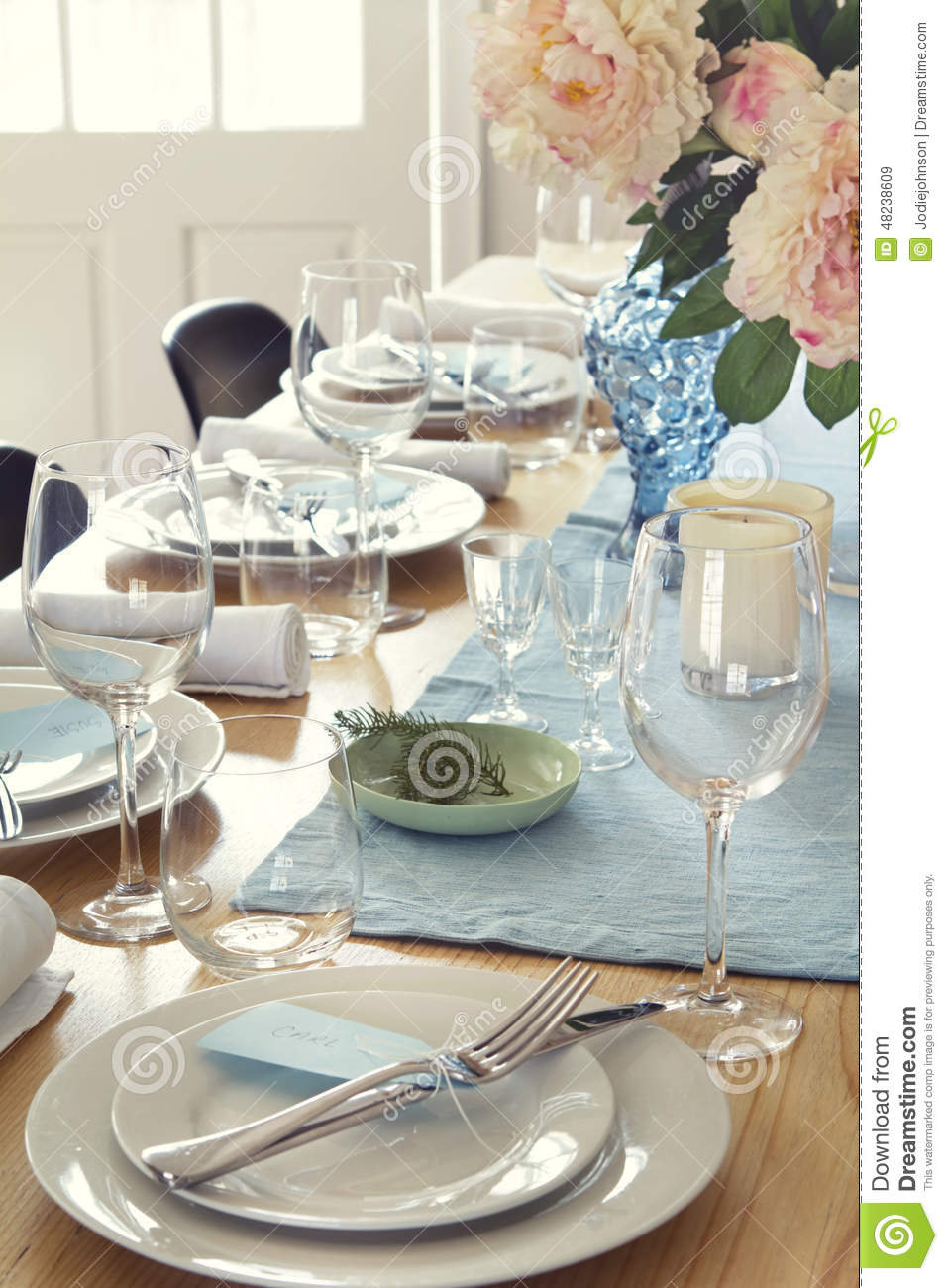Setting A Dinner Table Setting A Dinner Table Christmas Dinner Table Set Up Celebration