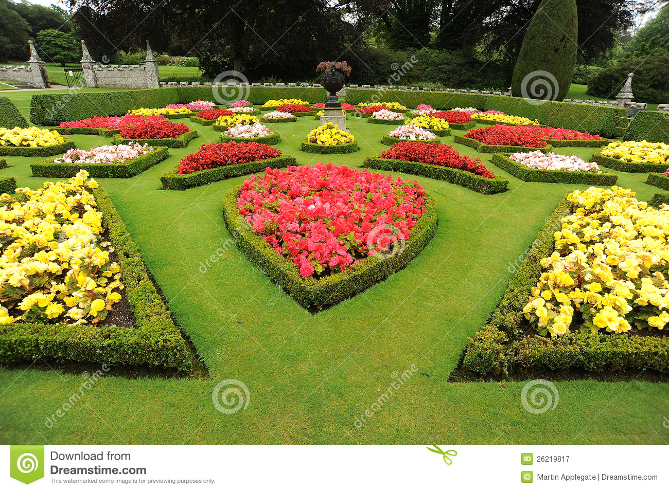 Formal Garden Beds With Urn Royalty Free Stock Photography