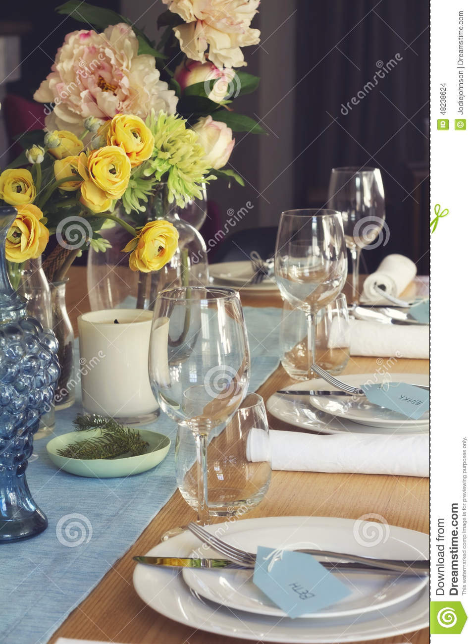 Formal table setting for lunch or dinner with flowers centrepiec & Formal Table Setting For Lunch Or Dinner With Flowers Centrepiec ...