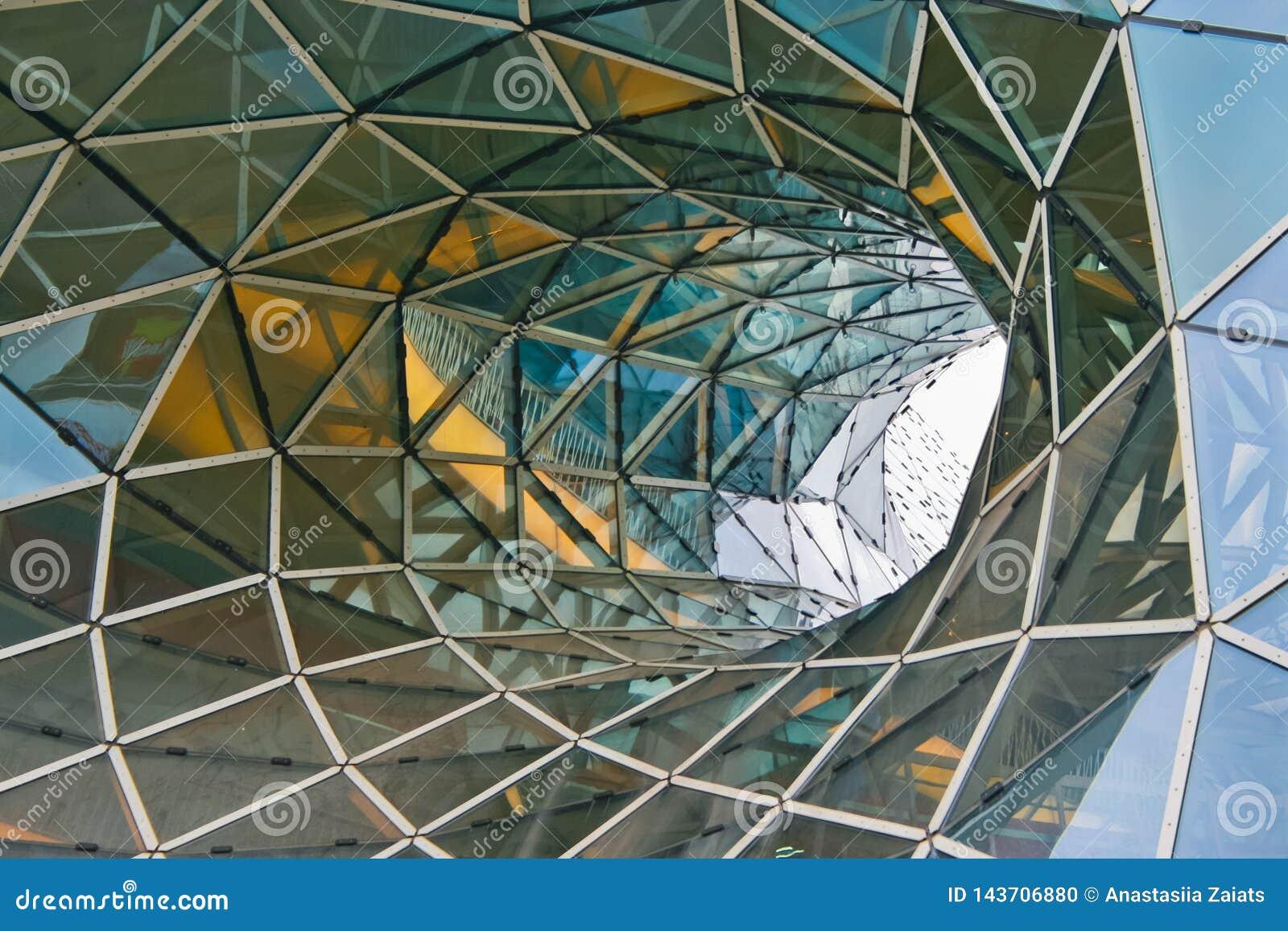 Formalnie szklany fasadowy wygina się dach fantastyczny budynek biurowy