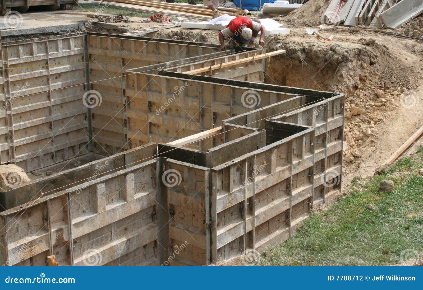 Formas de pared moldes para el concreto foto de archivo - Moldes de cemento ...