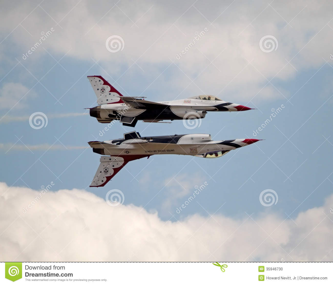 Formation de l U.S. Air Force Thunderbird de deux avions