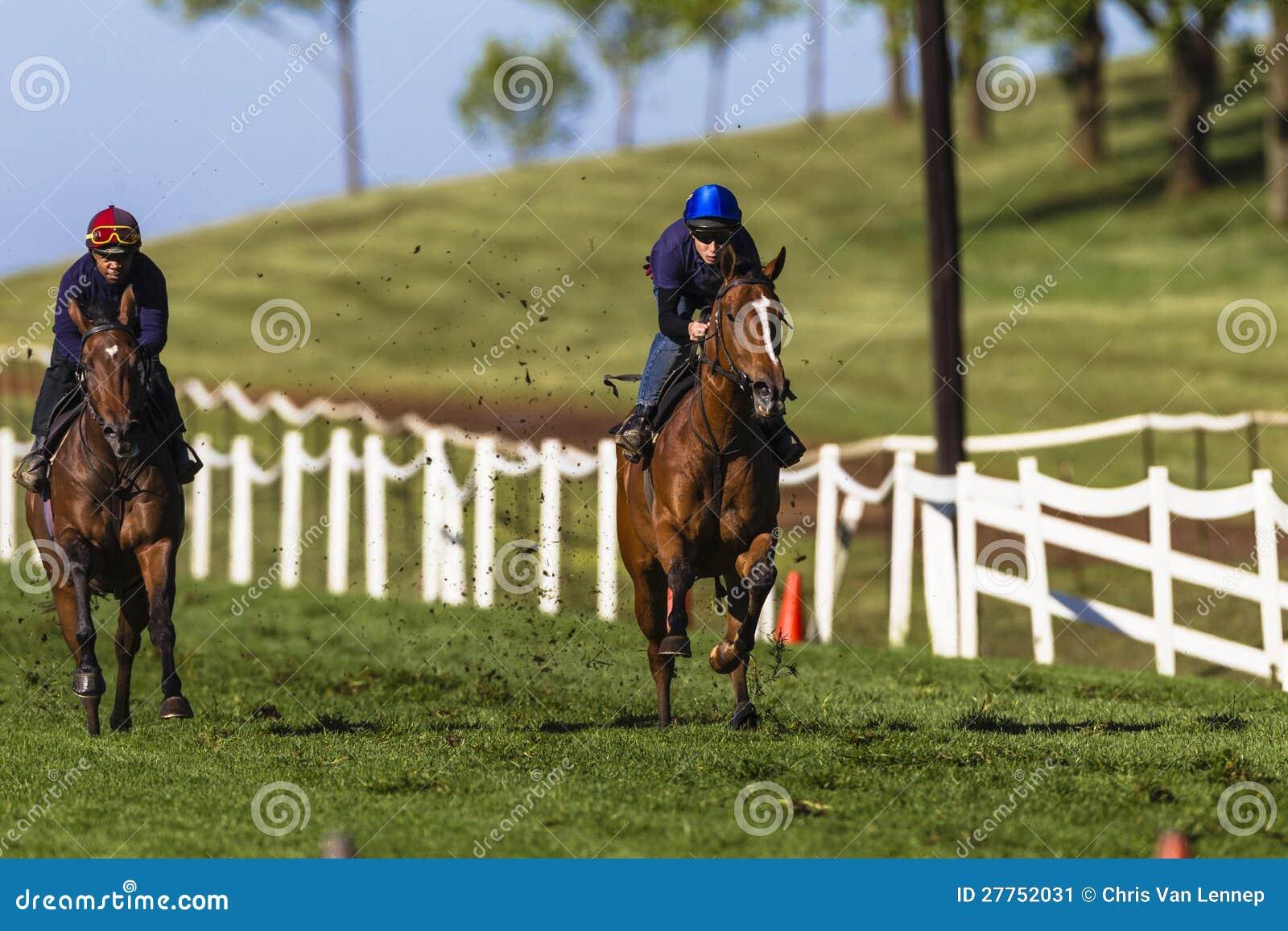 Formation de Sprint de chevaux de jockeys