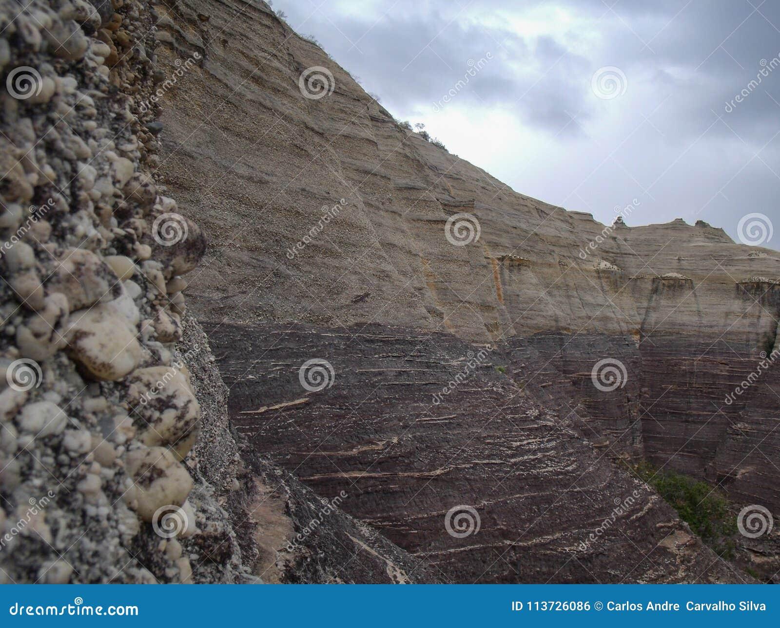 Formations de roche du rocher du pierada en pierre en parc de Serra da Capivara