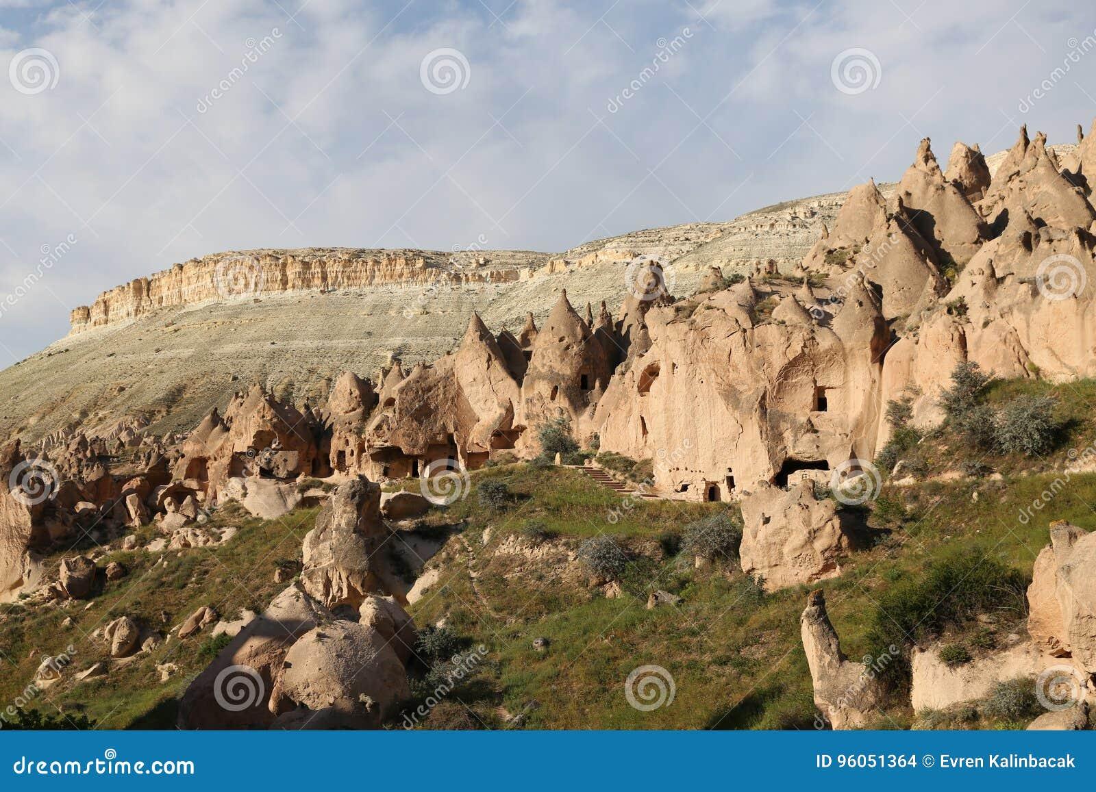 Formations de roche en vallée de Zelve, Cappadocia
