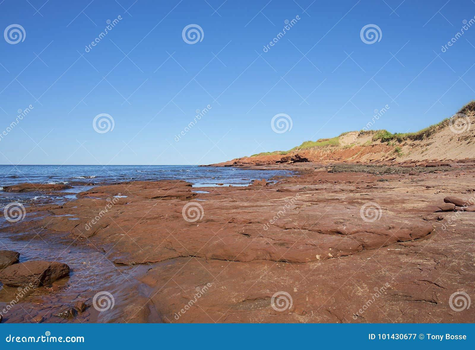 Formations de roche rouges côtières