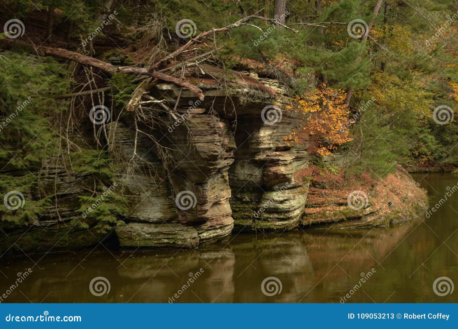 Formations de roche sur la rivière Wisconsin
