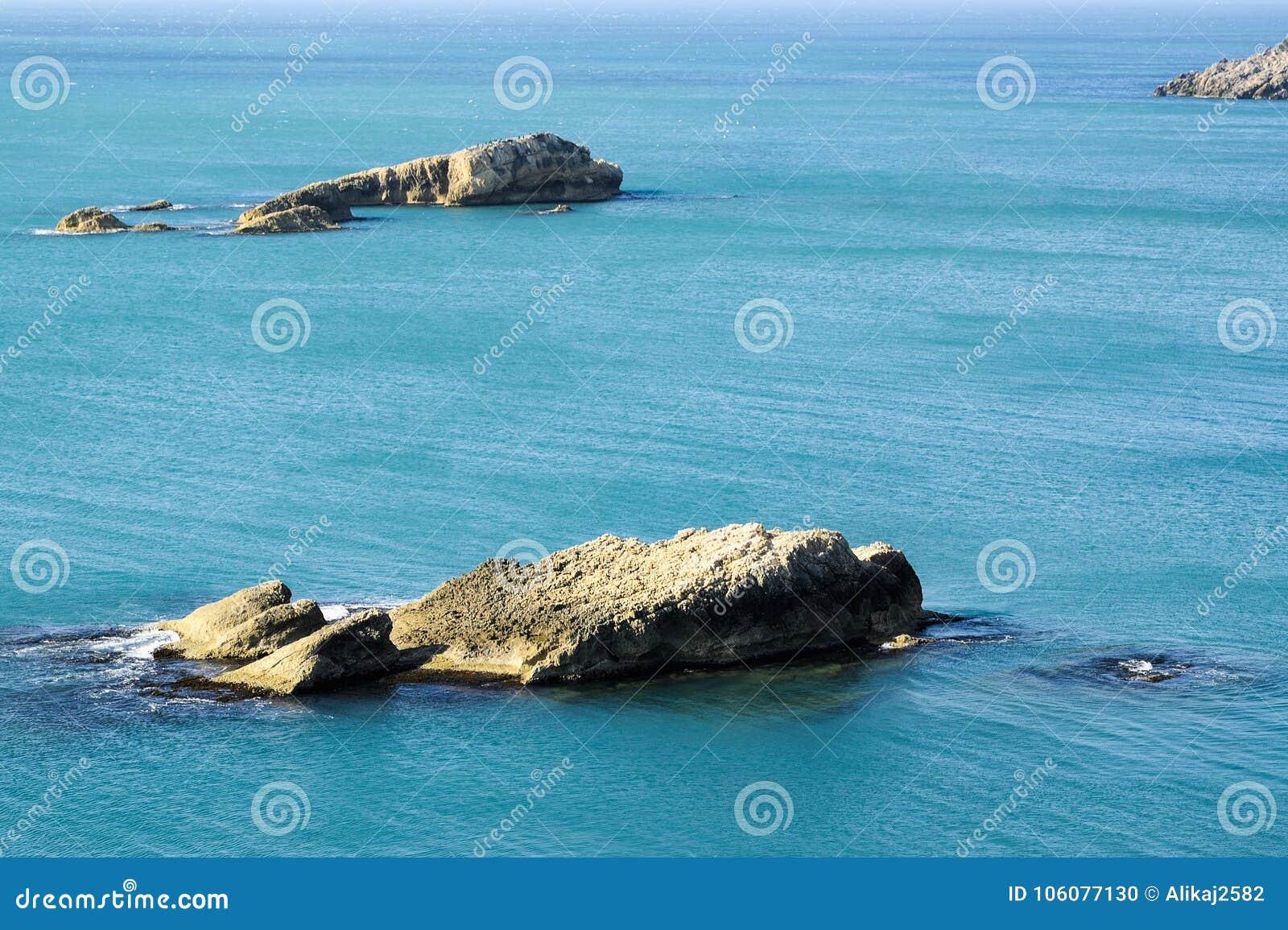 Formations rocheuses en mer
