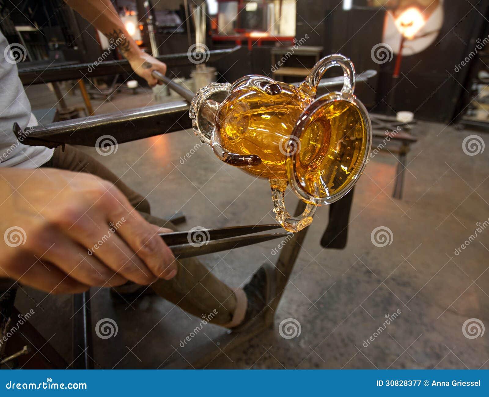 Formazione del vetro in fabbrica