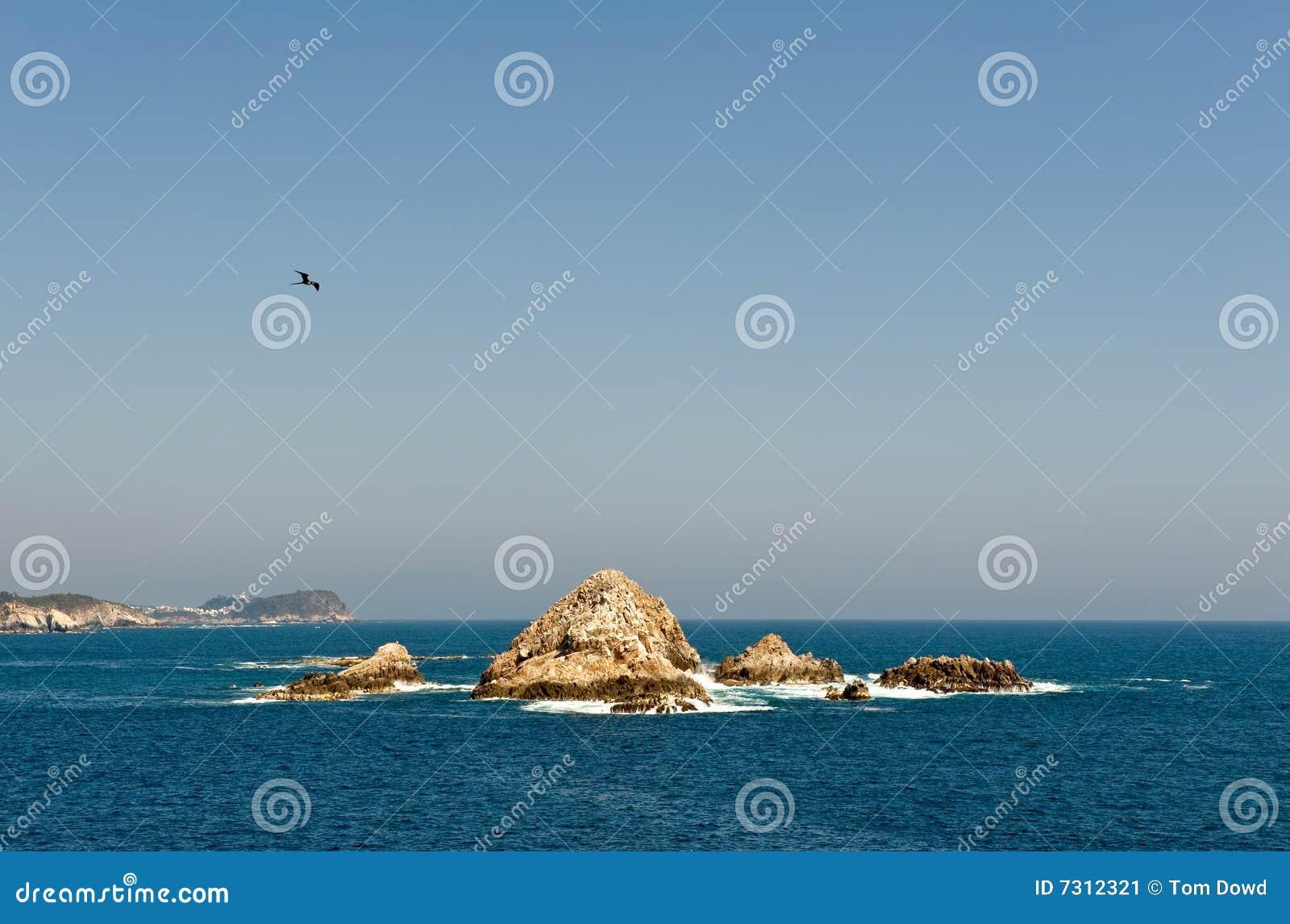 Formazione rocciosa in oceano
