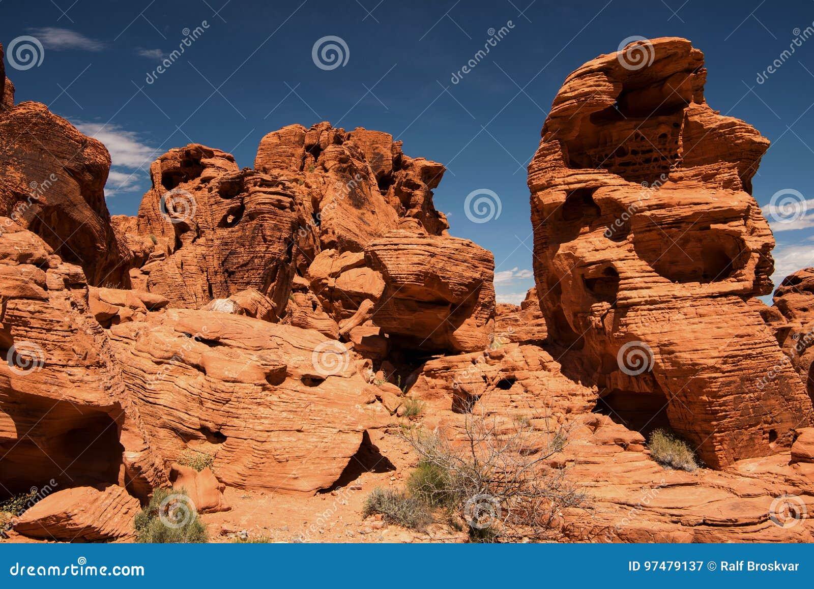 Formazioni rocciose in valle di fuoco