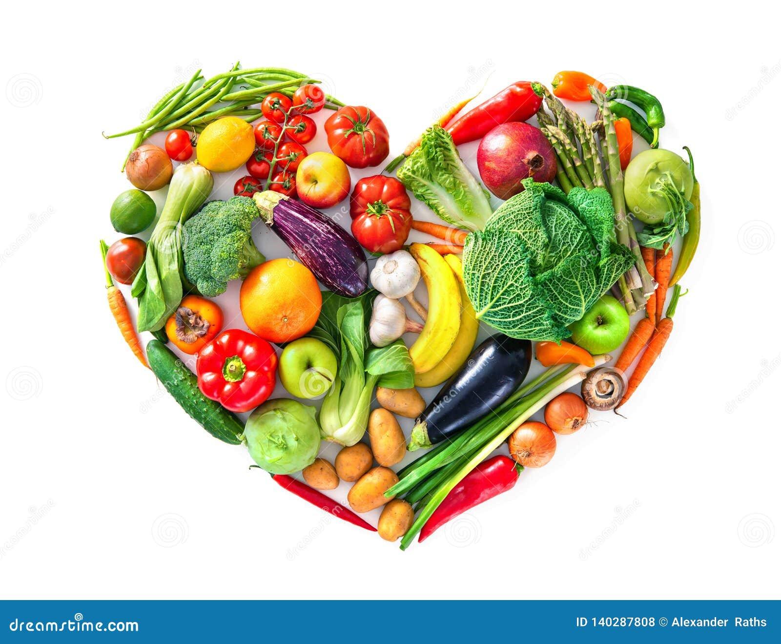 Forme de coeur par de divers légumes et fruits Concept sain de nourriture