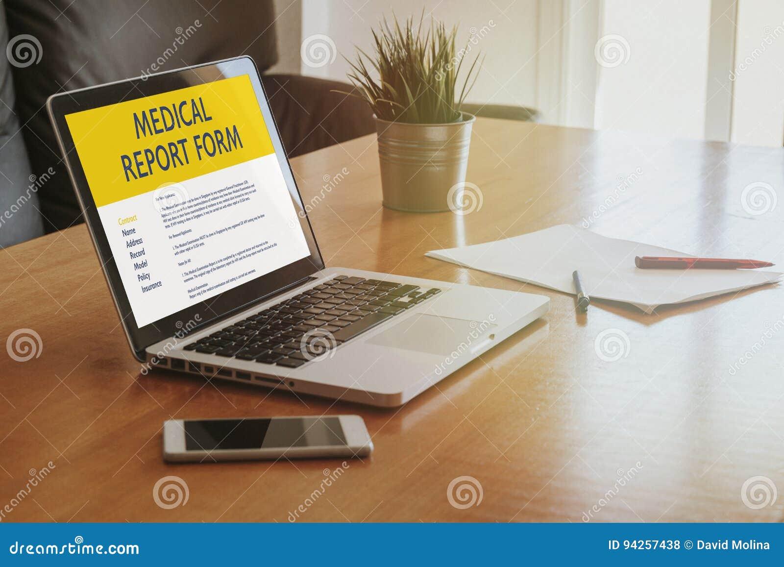 Forme de rapport médical dans un écran d ordinateur portable au