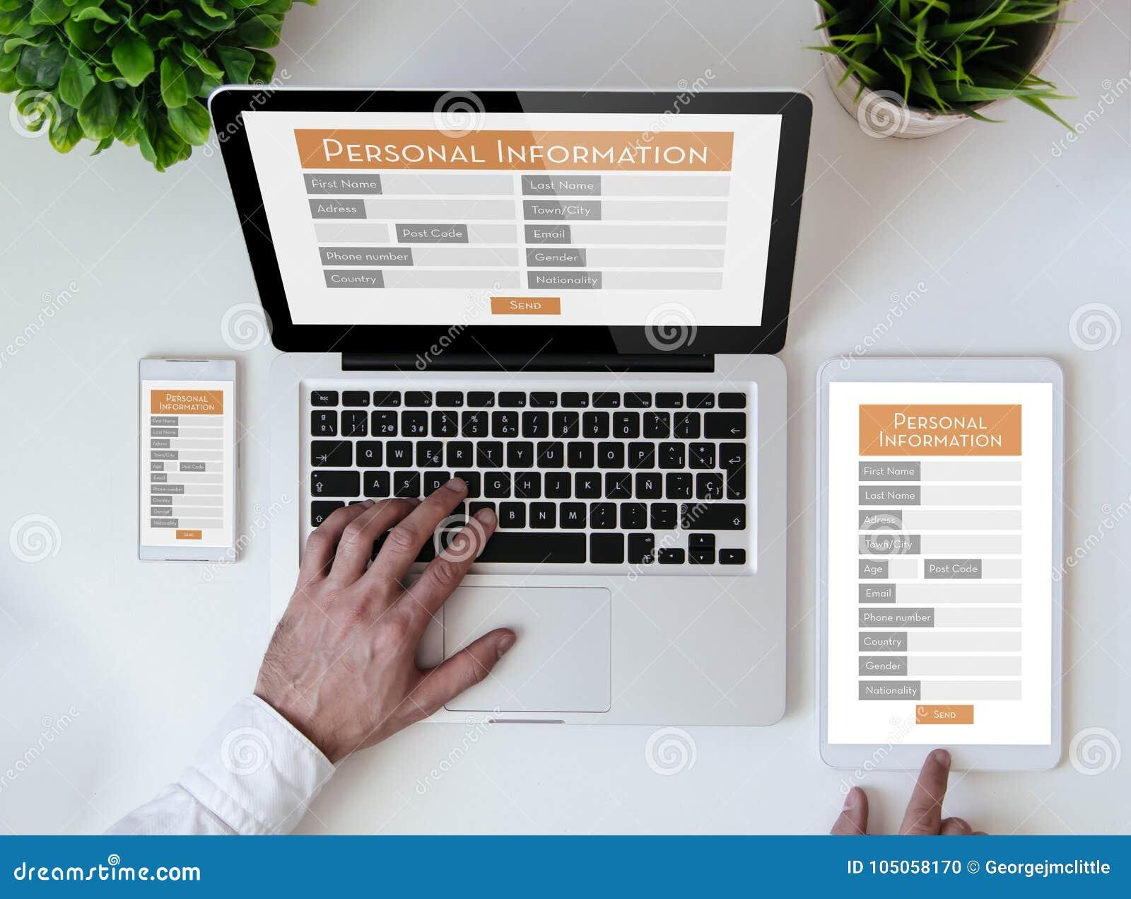 Forme en ligne de table de linformation personnelle de bureau photo