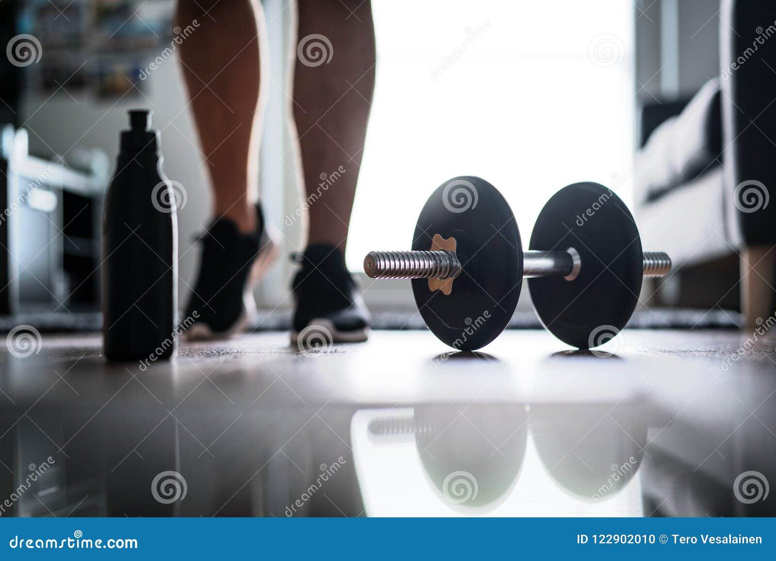 Forme physique, séance d entraînement à la maison et concept de formation de poids