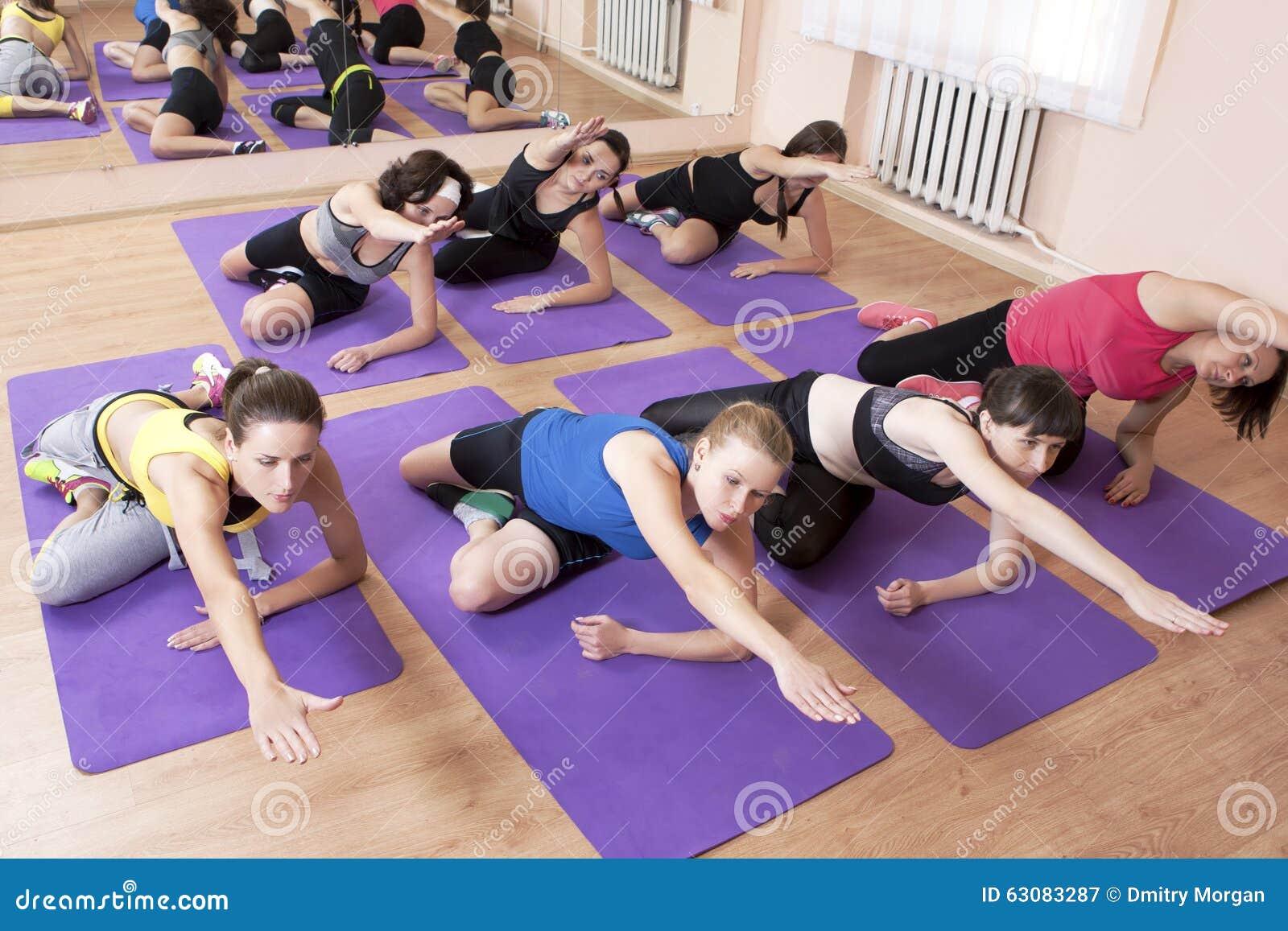 Download Forme Physique, Sport Et Concepts Sains De La Vie Groupe De Sept Jeunes C Image stock - Image du concepts, durée: 63083287